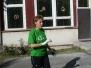 Hasiči pomáhají s úklidem na zahradě